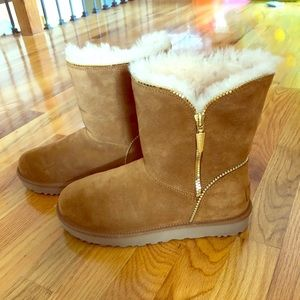 UGG Tan Florence Boots w/Gold Zipper. Worn once!